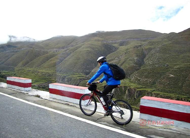 骑着单车去拉萨——振兴新区大学生袁远航骑车远行侧记