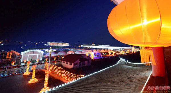 三层别墅夜景彩灯图片
