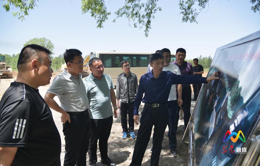 段尧刚调研农村垃圾处理和中转站建设情况